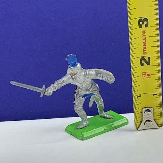 BRITAINS TOY SOLDIERS Deetail 1971 England uk metal plastic miniature vintage vtg mcm crusades crusader medieval knight sword shield armor 1
