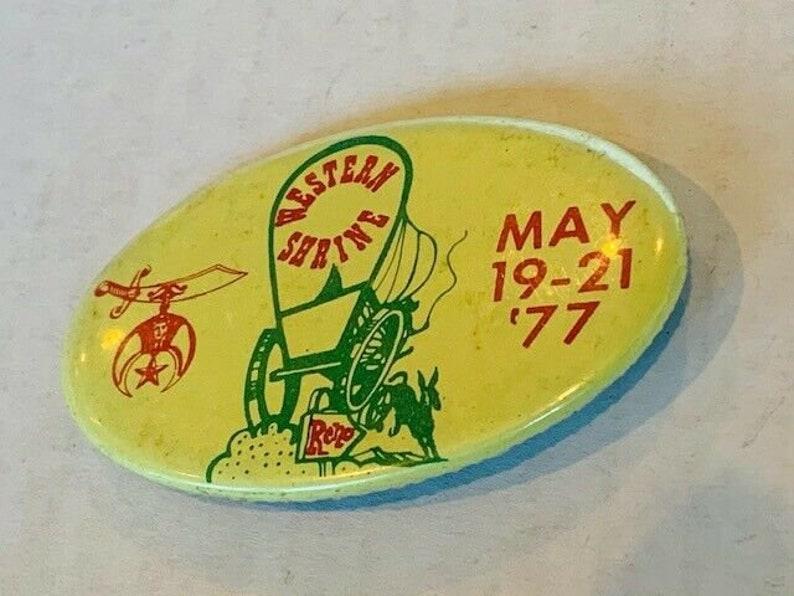 Button vtg Pinback Pin advertising badge Western Shrine 1977 Reno horse wagon NV