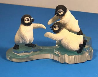 PENGUIN POLAR PLAYMATES bird figurine sculpture vintage Hamilton Collection limited edition chillin sun arctic escapades Friends never drift