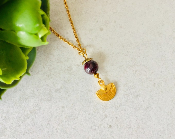Gold chain garnet woman half moon gold pendant, half moon gold necklace, gold jewelry gift for woman, jewelry garnet january capricorn gift