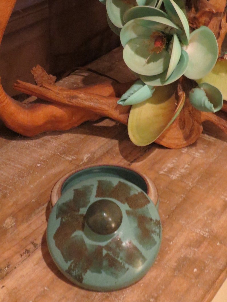Touch of Sanibel Lidded Jar Trinket Box,Shell holder Studio Pottery Beach    ES4