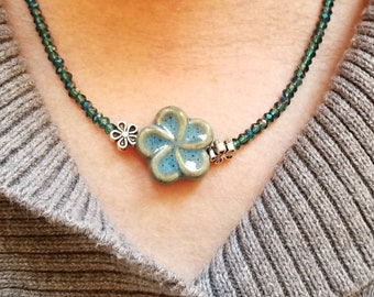 Minimalist Teal Crystal Bead Necklace, Minimalist Teal Flower Focal Necklace, Minimalist Teal Crystal Choker, Layering  Necklace