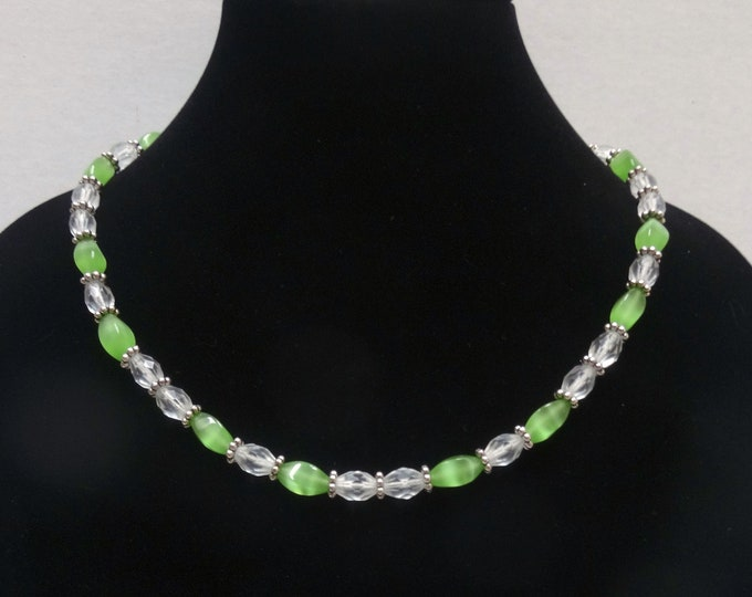 Green Cat Eye Glass Beads and Vintage Frosted Clear Glass Beads Necklace / Summer Jewelry / Spring Jewelry