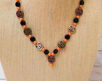 Halloween Pumpkin Necklace, Jack-o-lantern Necklace, Black and Orange Bead Necklace, Halloween Necklace, Pumpkin Pendant, Fall Necklace