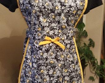 Flower Apron, Kitchen Apron, Chef's Apron, Cooking Apron, Cooks Apron, Yellow, Black, Daisy print