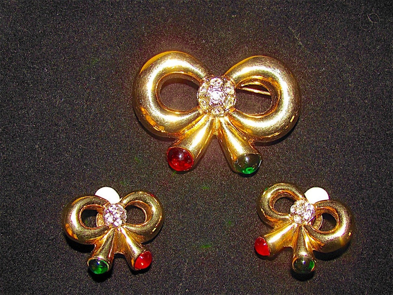 Vintage Joan Rivers Jewels Of India Red /& Green Glass Cabochon Bows PinBrooch And Clip Earrings Set-Christmas-Moghal Jewelry
