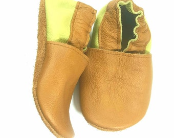 Leather baby shoes ! Light brown&green soft sole leather shoes, soft soled baby shoes, baby slippers, toddlers moccasins, crib shoes