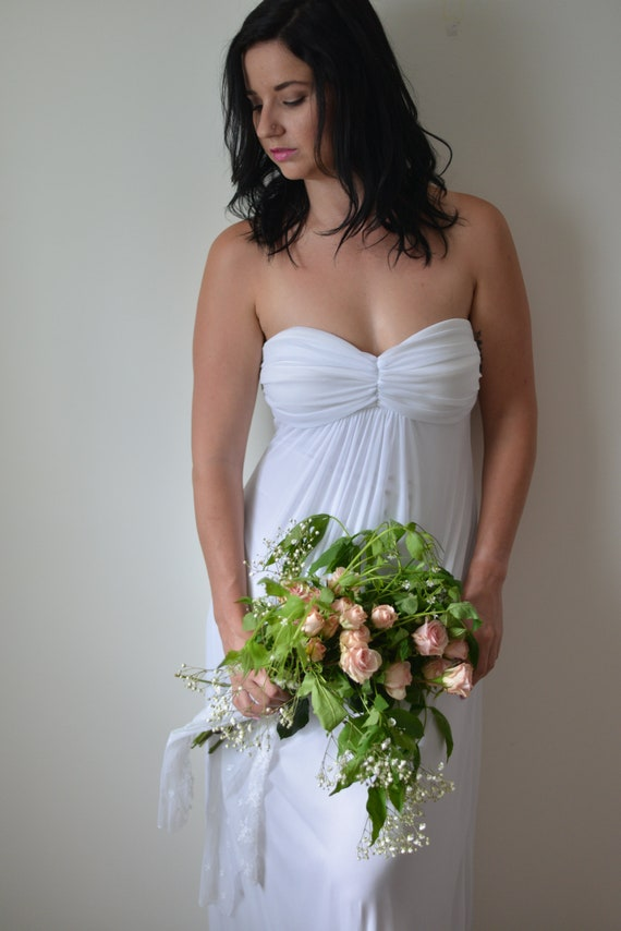 Vintage Minimal White Sweetheart Strapless Wedding