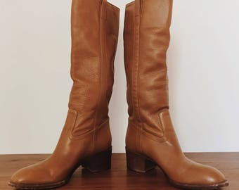 INCREDIBLE, authentic, butter soft leather GUCCI boots, mint condition! Riding boot style, size 7B
