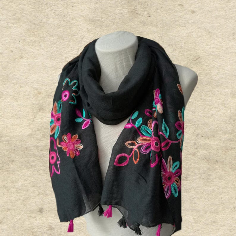 2b51398e9b8 Foulard pour femme écharpe brodée foulard fleuri rose