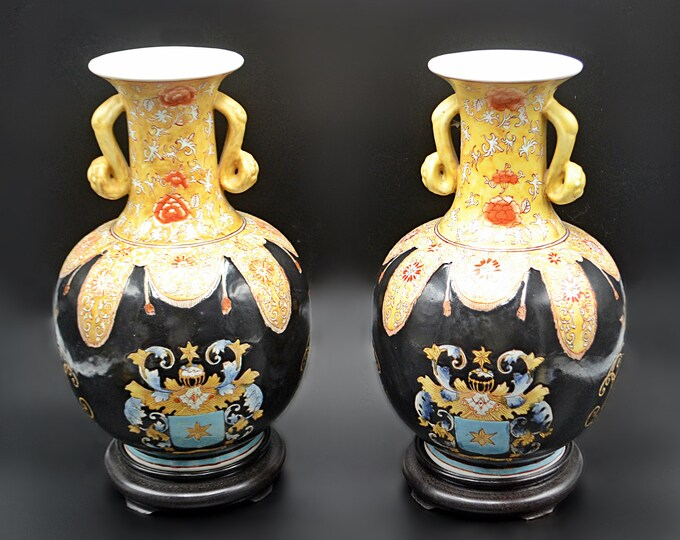 Chinese Export Armorial Vases On Wood Stands, Asian Porcelain Vases