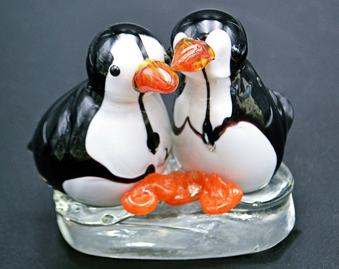Glass Penguins Figurine, Vintage Art Glass Paperweight