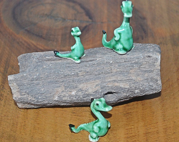 Three Bone China Miniature Dinosaurs / Geckos On Petrified Wood, Miniature Figurines, Petrified Wood Slab