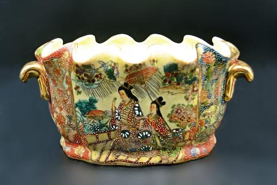 Large Chinese Satsuma Style Scalloped Bowl, Handled Geisha Dish, Asian Jardiniere