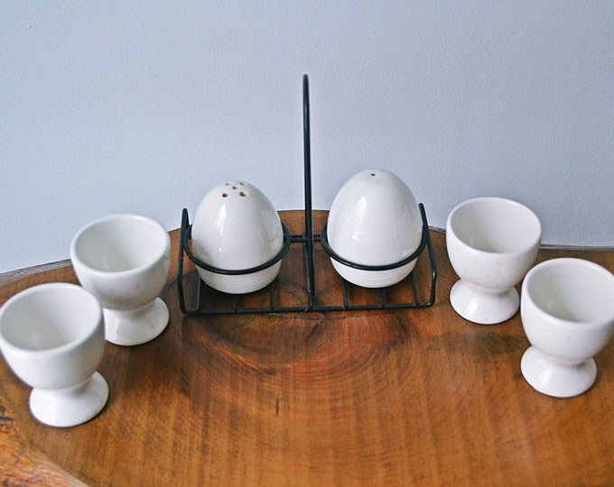 Vintage Egg Cups, Salt And Pepper Shakers, Egg Shape, Shakers With Holder