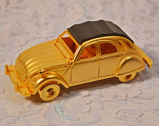 Miniature Convertible Car Clock, Brass Coloured Novelty Desk Clock