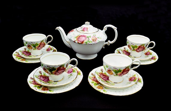 Paragon Golden Emblem Tea Set, Teapot And Four Cup And Saucer Trios