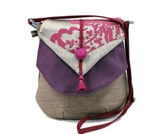 3a33087e8f Sac bandoulière en tissu tons mauves. Forme originale et élégante. Sac femme  pratique et léger. Bandoulière réglable.