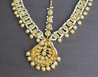 Gold Kundan Matha Patti, Gold Kundan Chand Maang Tikka, Wedding Math Patti, White Pearl Kundan Hair Jewelry, Statement Bridal Matha Patti