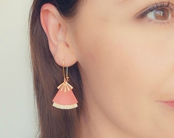 Coral leather earrings and gold stellar model