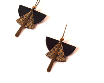 Ethnic earrings black leather and glitter shaped fan graphic Japanese bronze frame and glass - model KAE bead