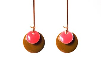 Equals khaki green and coral on frame in Golden brass - sleek and minimalist design earrings