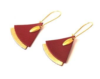 Boucles d'oreilles SAFIYA éventail cuir bordeaux et or- laiton brut - boucles d'oreilles japonisantes - boucles d'oreilles ethniques