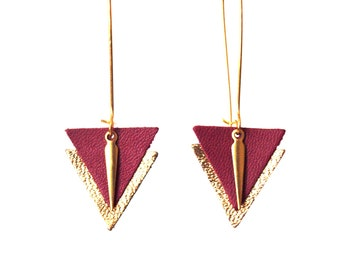 Earrings leather triangles Burgundy plum and gold lever brass - geometric graphic jewelry - model PIA