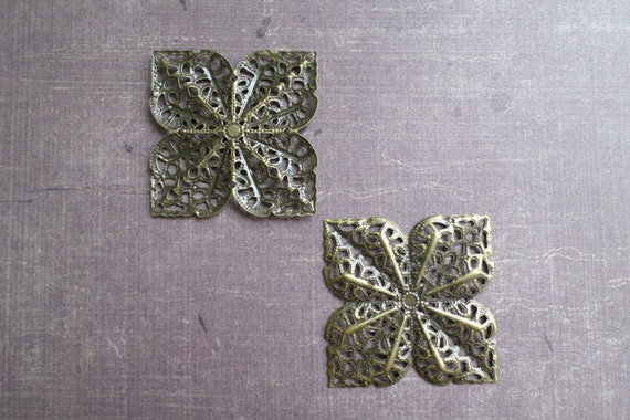4 Breloques Fin Metal Bronze Filigrane Carré Fleur 3,6 cm