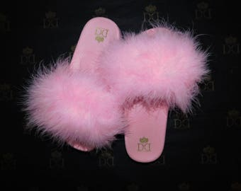 4bfd864fec39de NEW - Baby Pink Fuzzy Slides