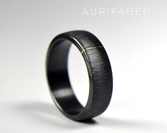 Zirconium ring with gold detail. Black zirconium band and yellow gold/red rosé gold/White gold detail. Scratched matte texture. 7mm wide