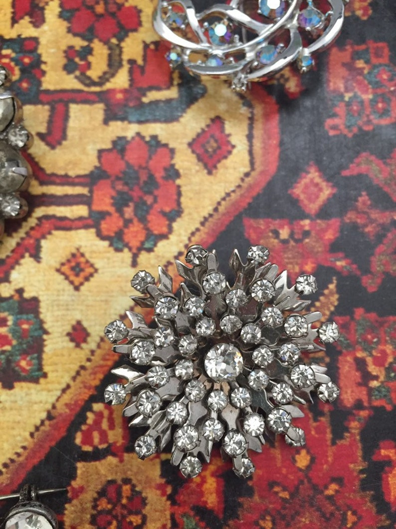 9 piece lot vintage rhinestone jewelry brooches and earrings.