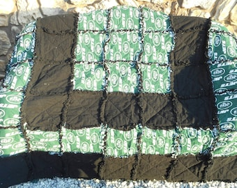 New York Jets Throw Blanket/ NY Jets Blankets/ Football Blankets/ FootballQuilts/Ragged Quilts/ NFL Blankets/Gifts/