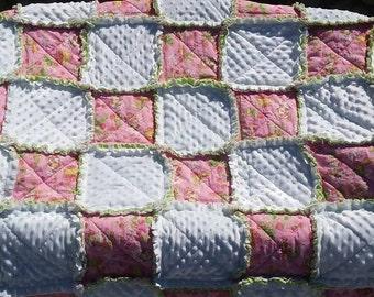 Strawberry Shortcake Throw Blanket/ Quilt/ Blankets/ Gift for Little Girls/ 1980s Cartoon blankets/ ragged quilt ragged blanket