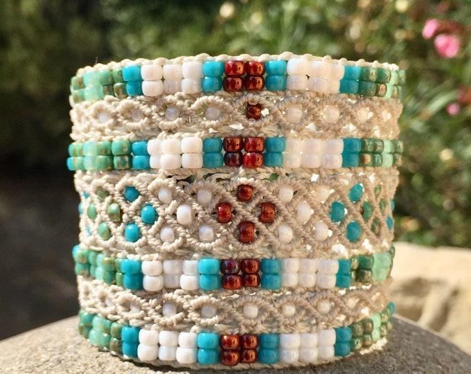 Bracelet manchette Le Cannois en micro-macramé, creation exclusive MIA PROVENCE, style bohème, hippie chic