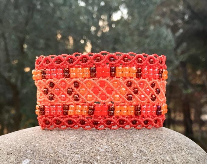 Manchette Le Niçois XL : bracelet bohème pour femme orange en micro-macramé création exclusive MIA PROVENCE, hippie style, boho chic