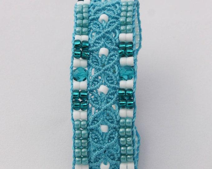 Bracelet L'Avignonnais : bijou bohème pour femme bleu turquoise et blanc création exclusive MIA PROVENCE, cool chic, boho, bijou créateur
