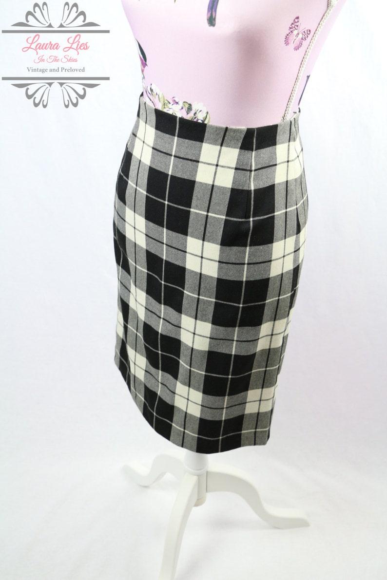 92d4e5aab9b3 Vintage Black White Tartan Large Check Pencil Skirt Size S/M   Etsy