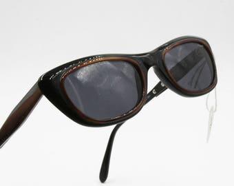VOGART mod. lunettes de soleil femmes 3138 oeil noir de chat avec une  épaisseur marron autour de lentilles, lunettes de soleil Neuve d époque des  années ... 0f9fe43e630d