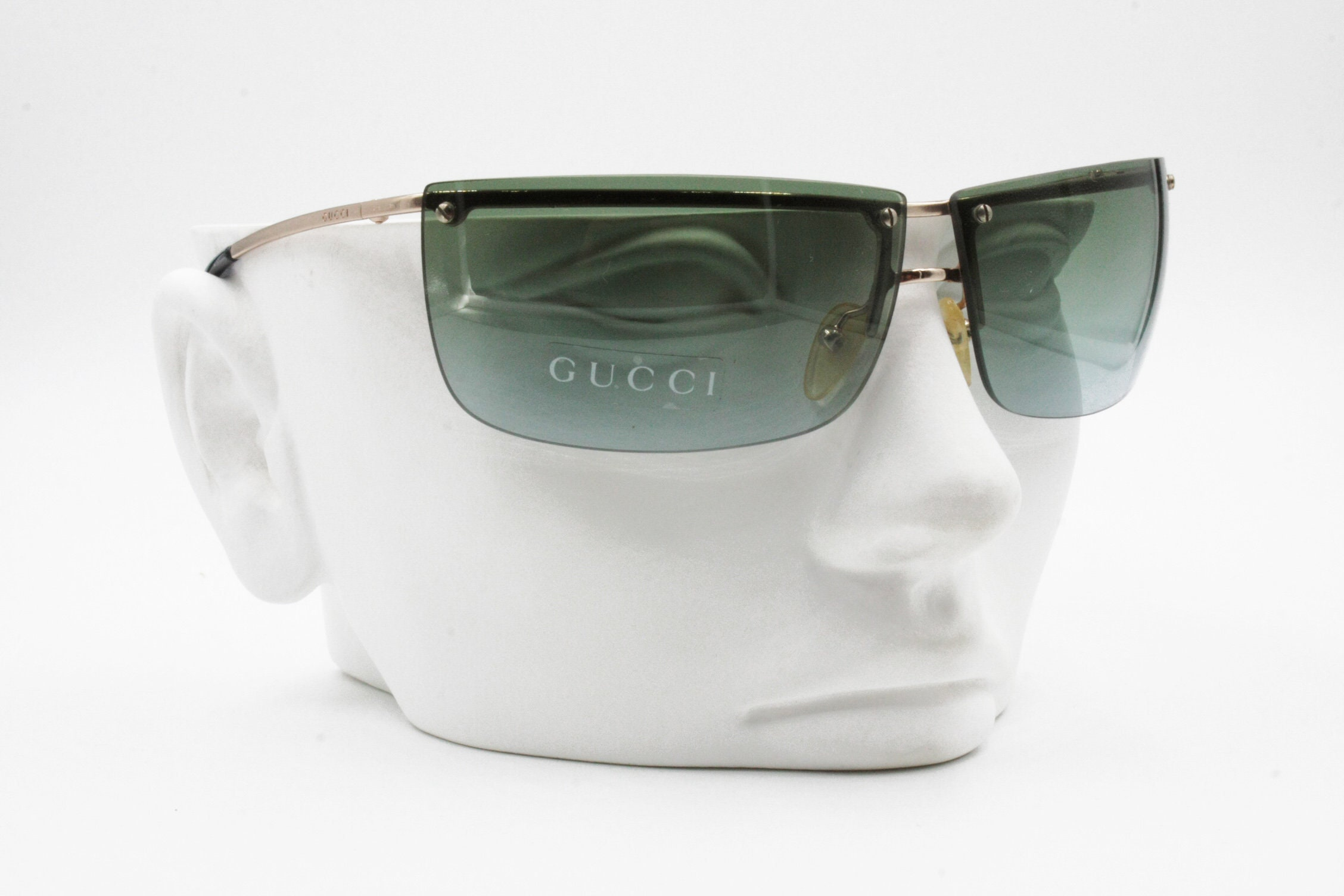 465d1ac2235 Gucci Vintage Sunglasses GG 2653 S 000BY men   womens green