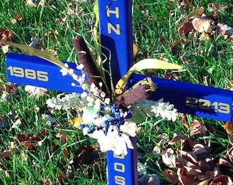 roadside memorial cross// funeral cross// cross// grave site cross// cemetery cross// #563
