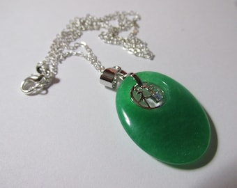 Perfect for a gift!!! AJ175 Gorgeous green oval jade necklace set