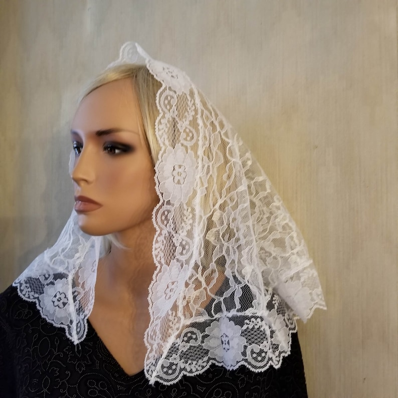 White Lace Mantilla D Shape  Chapel Veil for  Quinceanera image 0