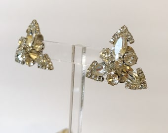75ee36f3ad3 Stunning Vintage Weiss Diamente Triangle Cluster 50 s Earrings-RARE