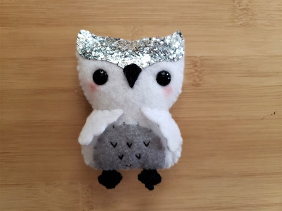 Felt snow owl ornament, handmade ornament, Owl plush, Snow owl gift, Owl keychain, Purse charm, Felt plush