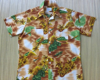 Vintage Hawaiian Shirt ROYAL ISLANDER 70s Wide Flared Collar Aloha Shirt 2 Chest Pockets Tribal Paddlers Camp - M - Oahu Lew's Shirt Shack