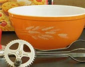 Vintage Autumn Wheat Harvest Pyrex Bowl, Red Orange, 2 1 2 QT, 403, Nesting Mixing Bowl, Oven to Table, Microwave, Wheat Stalks, 80 Ounce