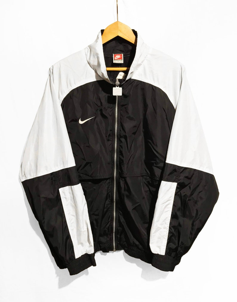8de81b5e9f Vintage 90 s Nike Windbreaker jacket Black and White SIze