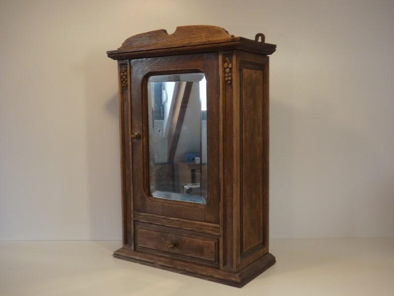 Armoire de toilette ancienne en bois avec miroir biseauté / Meuble à  pharmacie vintage / Déco France / Décoration salle de bains / rangement