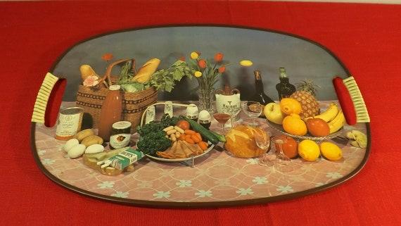 Kitsch plateau de cuisine. Kitchen shelf. Légumes et vins .Vintage. Retro. cooked cucina keuken Kochen  matlagning Kachen kuhanje cozinhar